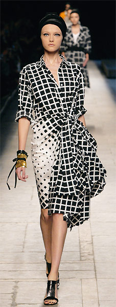 In October 2008 Belgian designer Dries van Noten presented his new spring/summer 2009 collection during the Paris Fashion Week.